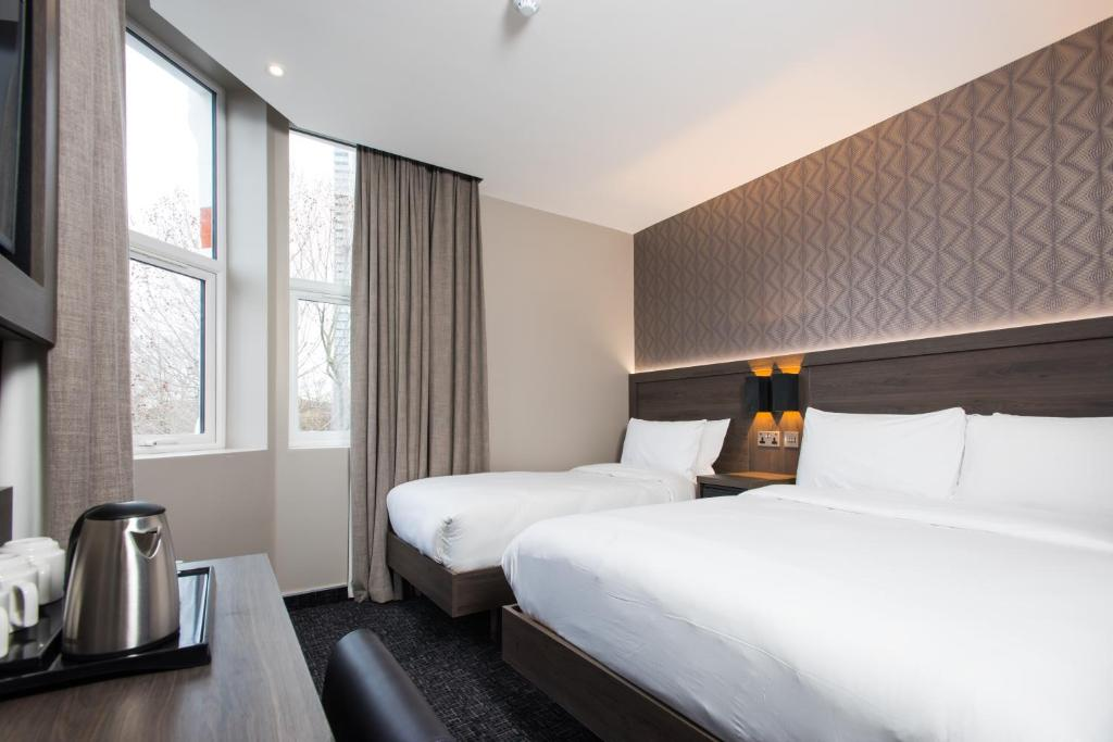 A bed or beds in a room at Brit Hotels Elephant Castle