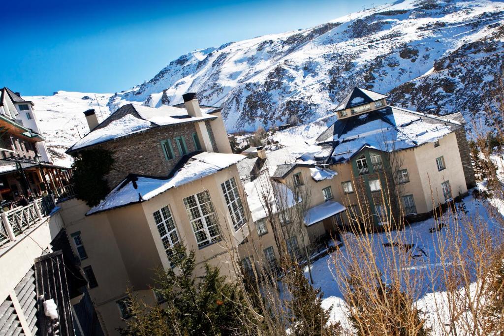 Hotel Apartamentos Trevenque during the winter