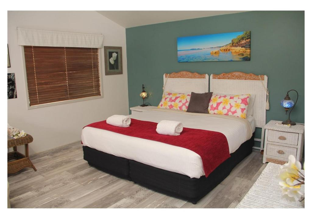 A bed or beds in a room at Coolum Dreams B&B