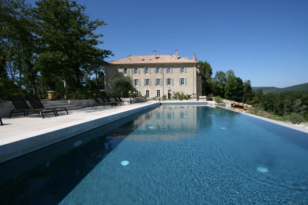 The swimming pool at or near Château Les Oliviers de Salettes