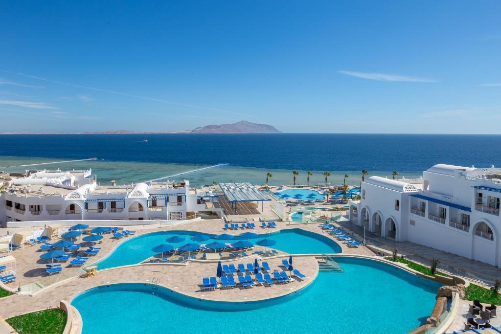 Вид на басейн у Albatros Palace Resort Sharm El-Shiekh або поблизу