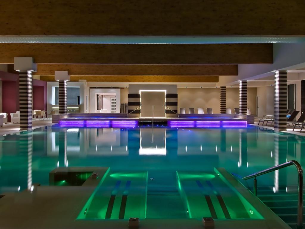 Бассейн в Hotel Terme Mioni Pezzato & Spa или поблизости