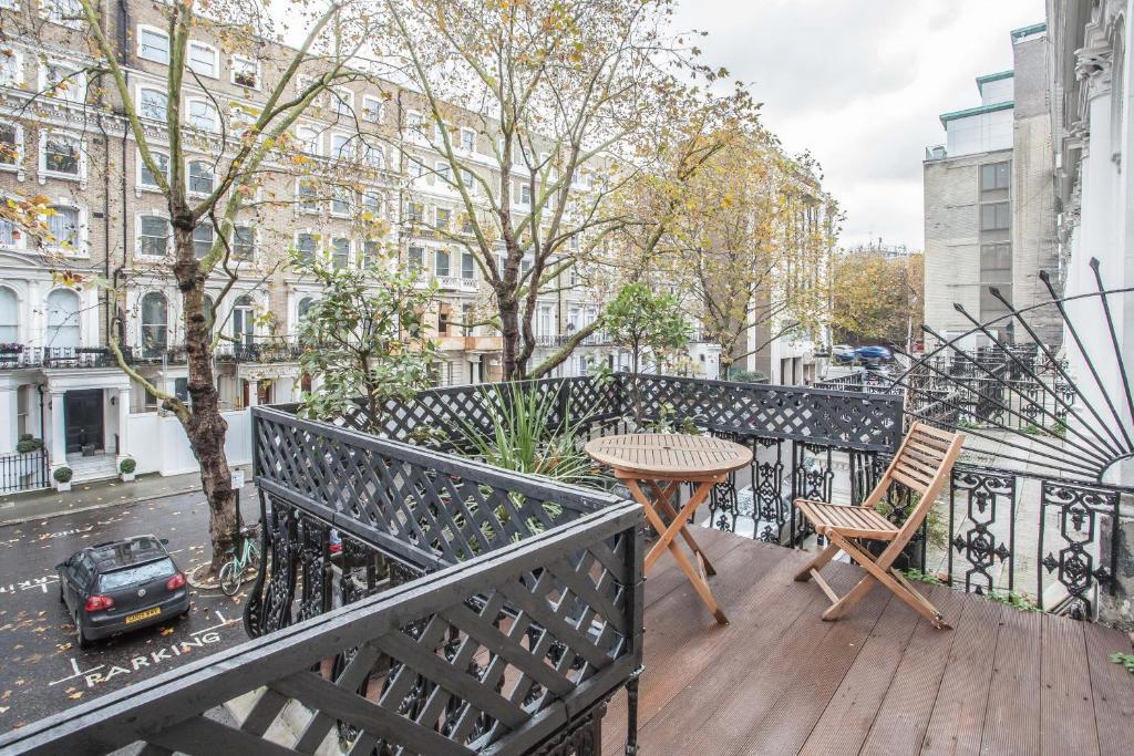 A balcony or terrace at The Knightsbridge CASA