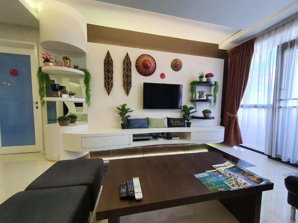 A television and/or entertainment center at Great Kuching City Cozy Waterfront Riverbank Suite