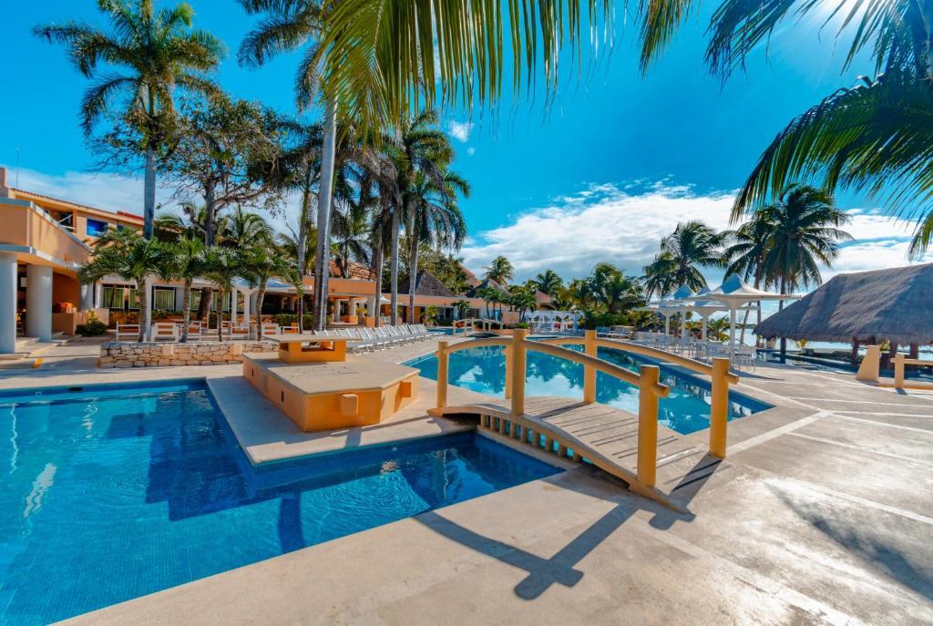Pa Beach Club Hotel By Guruhotel