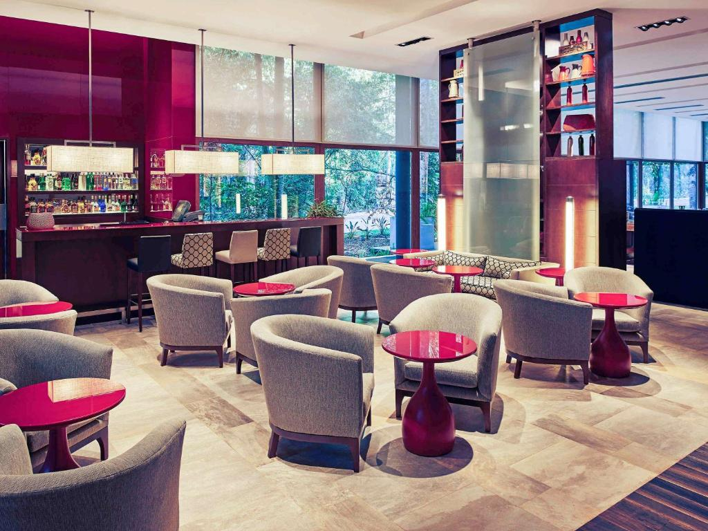The lounge or bar area at Mercure Iguazu Hotel Iru