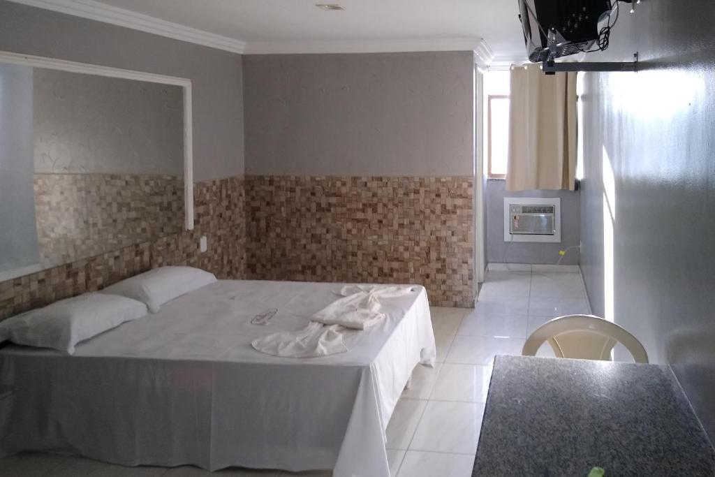 A bathroom at OYO Hotel Malibu Itapuã - 33 minutos do Elevador Lacerda