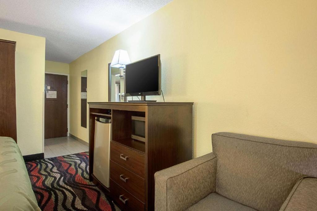 Econo Lodge Holly Springs