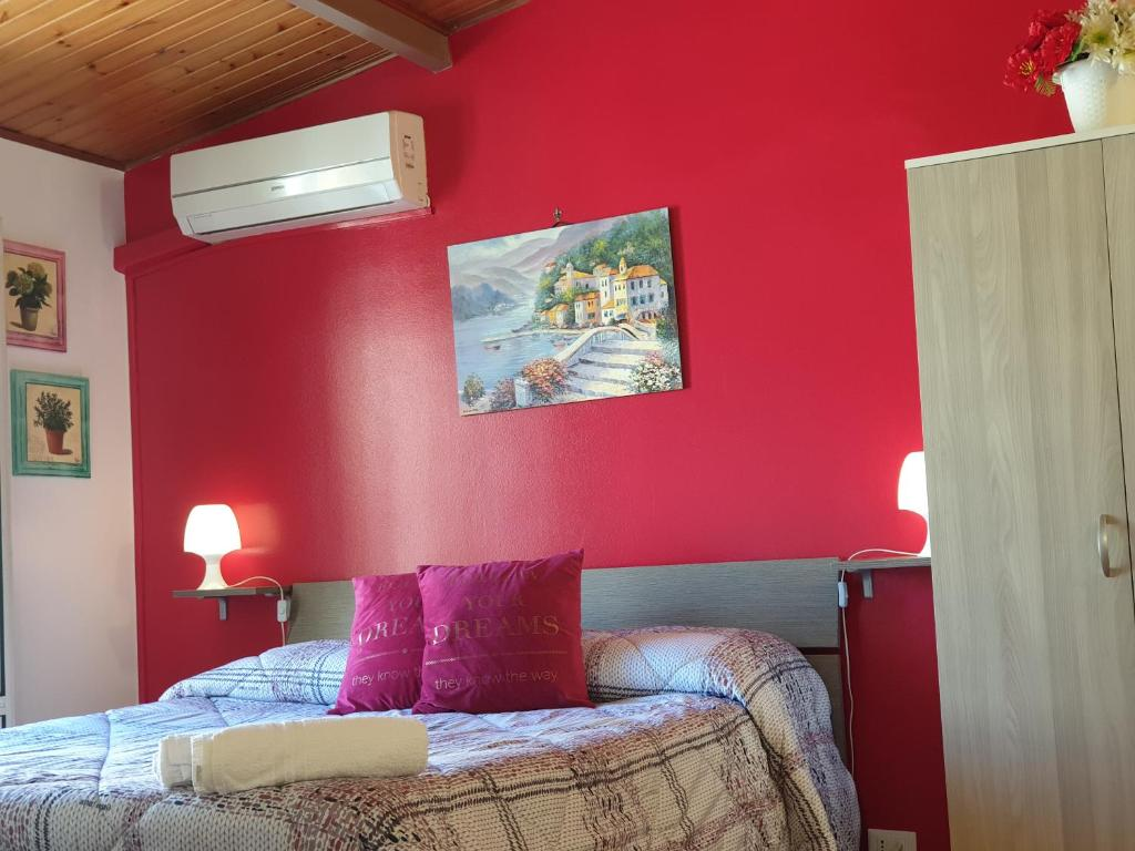 A bed or beds in a room at Oasi Iblea B&B