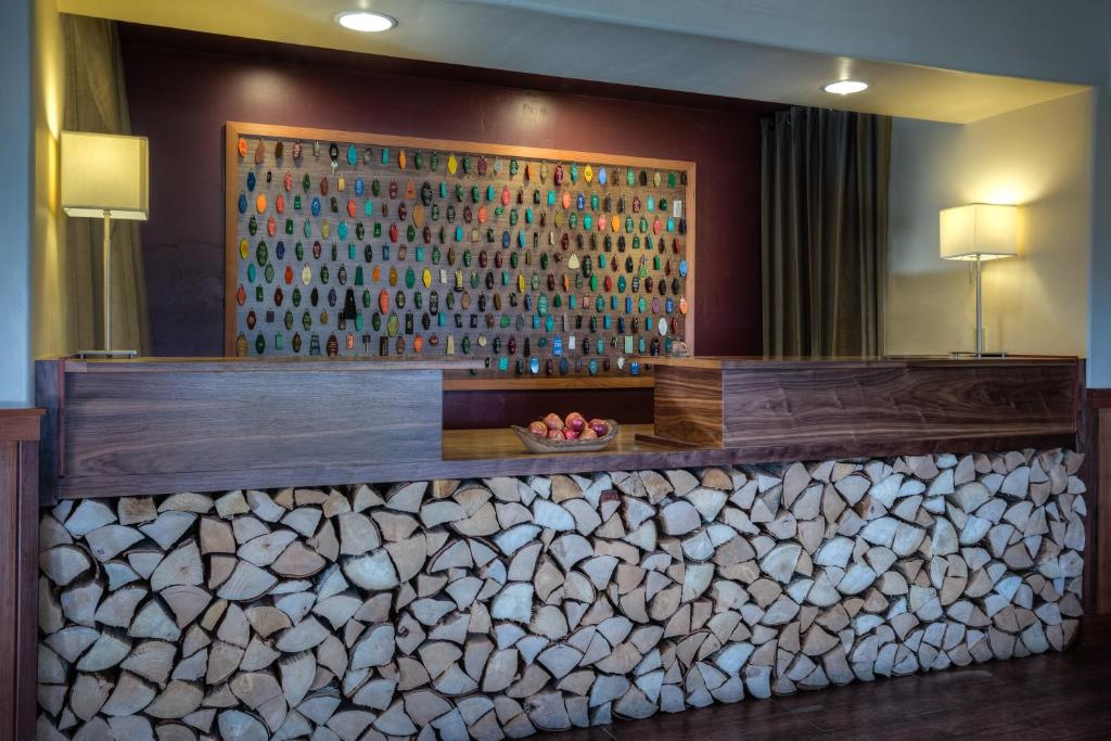 The lobby or reception area at The Redwood Riverwalk Hotel
