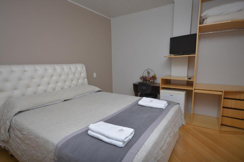 Cama ou camas em um quarto em Hotel Antares
