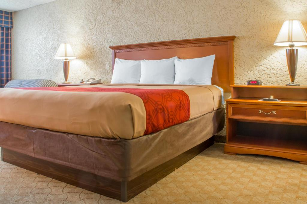 A bed or beds in a room at Econo Lodge Broken Arrow