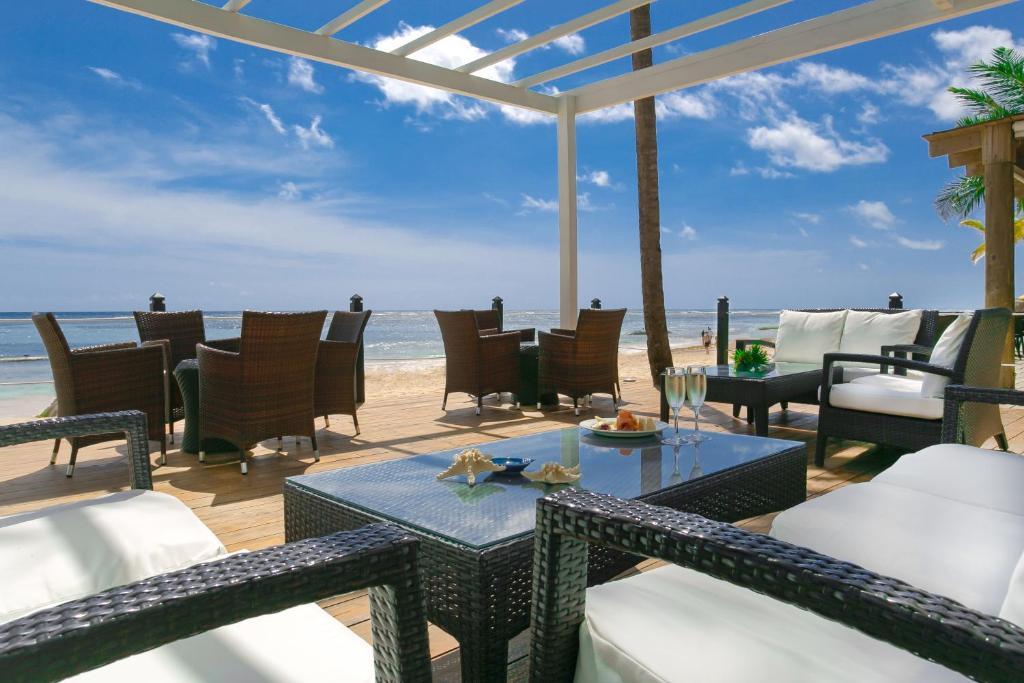 Resort Ocean Blue Sand Beach Punta