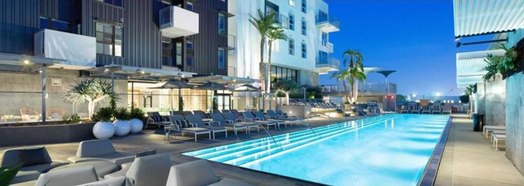 A restaurant or other place to eat at Lifestyle living apartments welcome to Hollywood