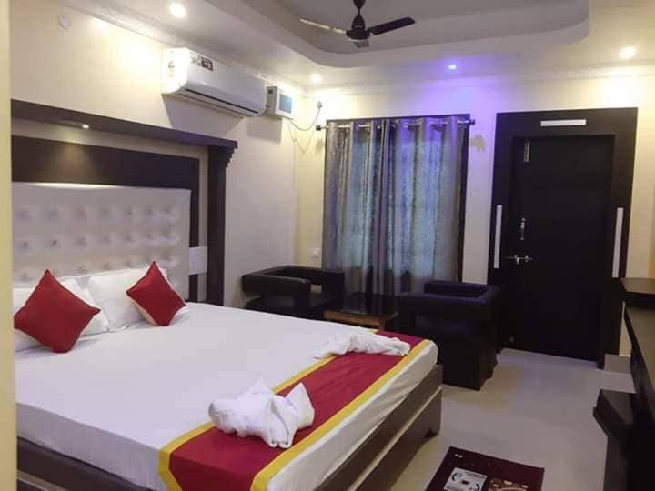 A bed or beds in a room at Hotel orchha inn