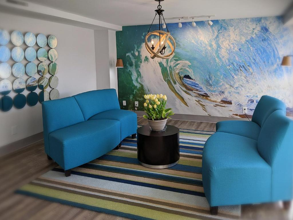 A seating area at Tropical Seas Hotel