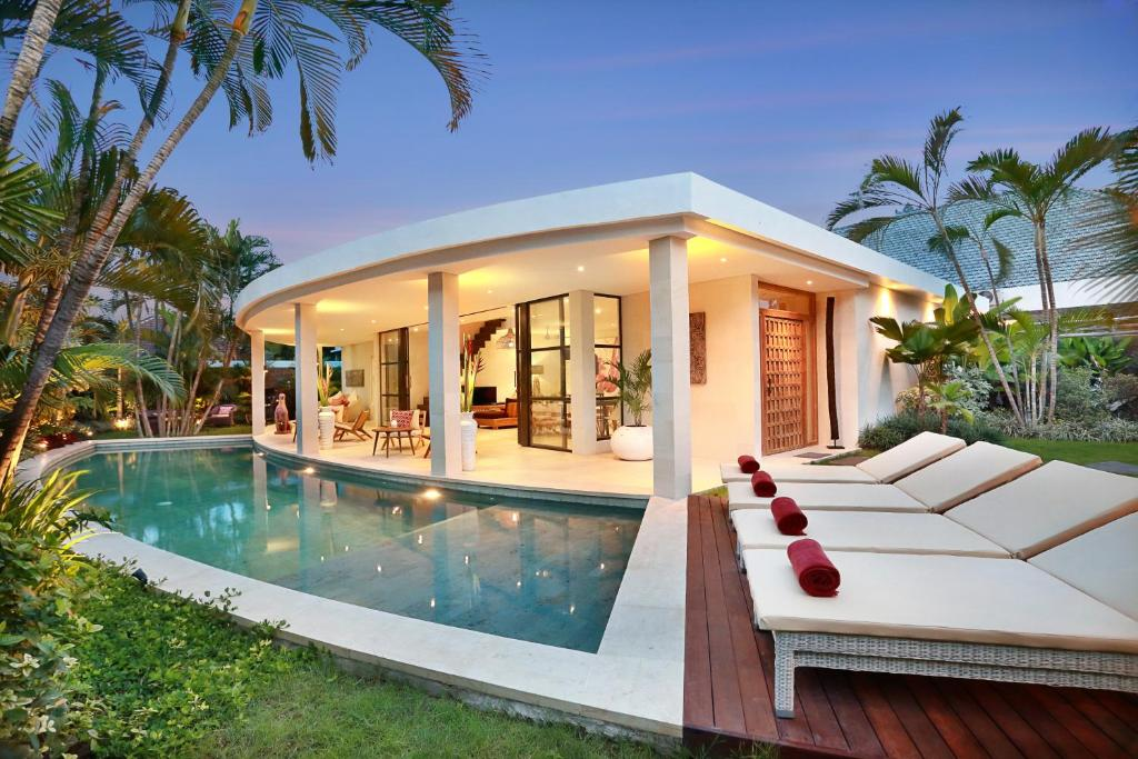 The swimming pool at or close to Seminyak White Design Villa
