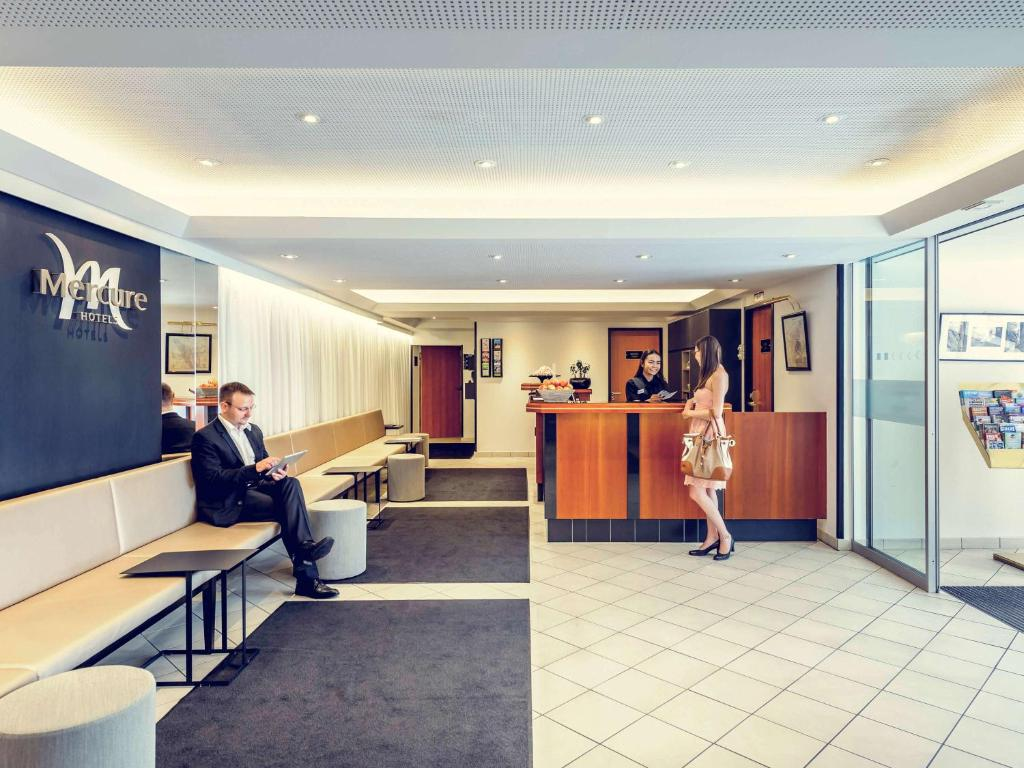 The lobby or reception area at Mercure Hotel München Altstadt