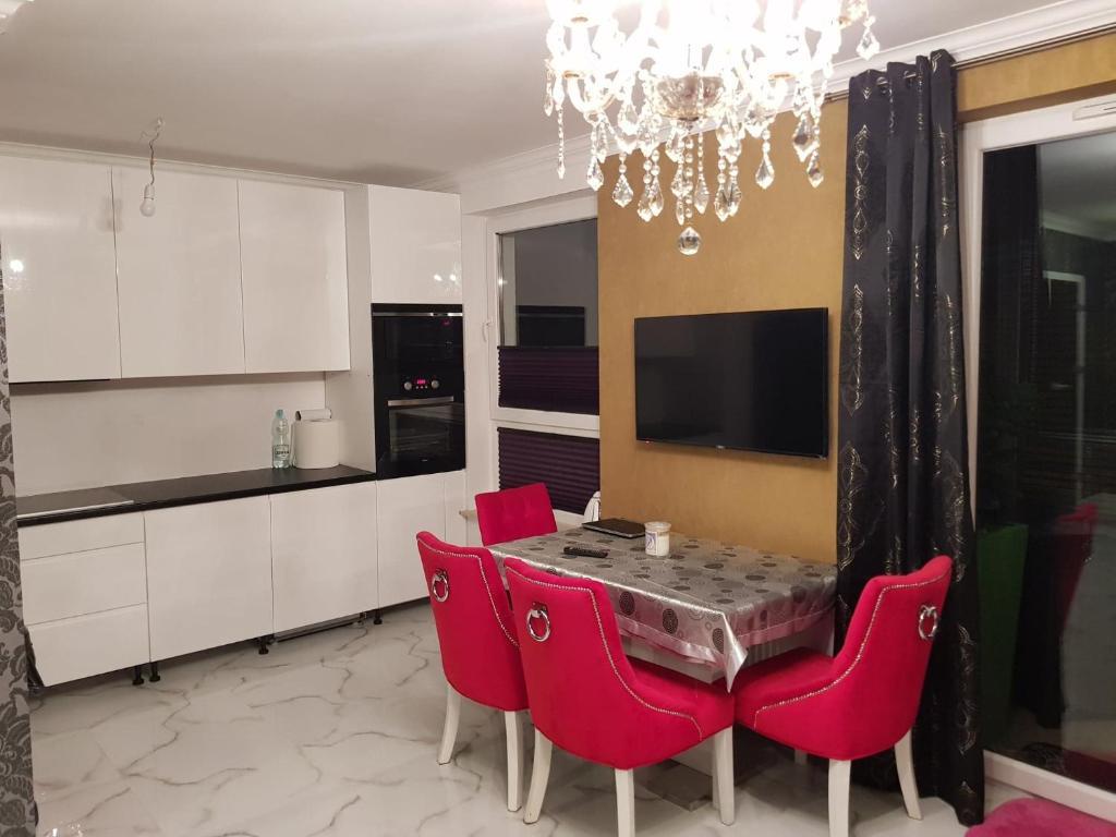 Telewizja i/lub zestaw kina domowego w obiekcie Apartament Cypryjski Koszalin