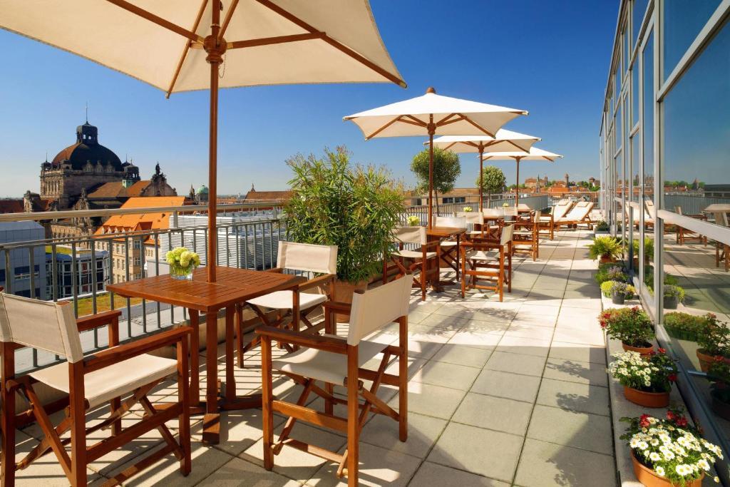 מסעדה או מקום אחר לאכול בו ב-Sheraton Carlton Nuernberg