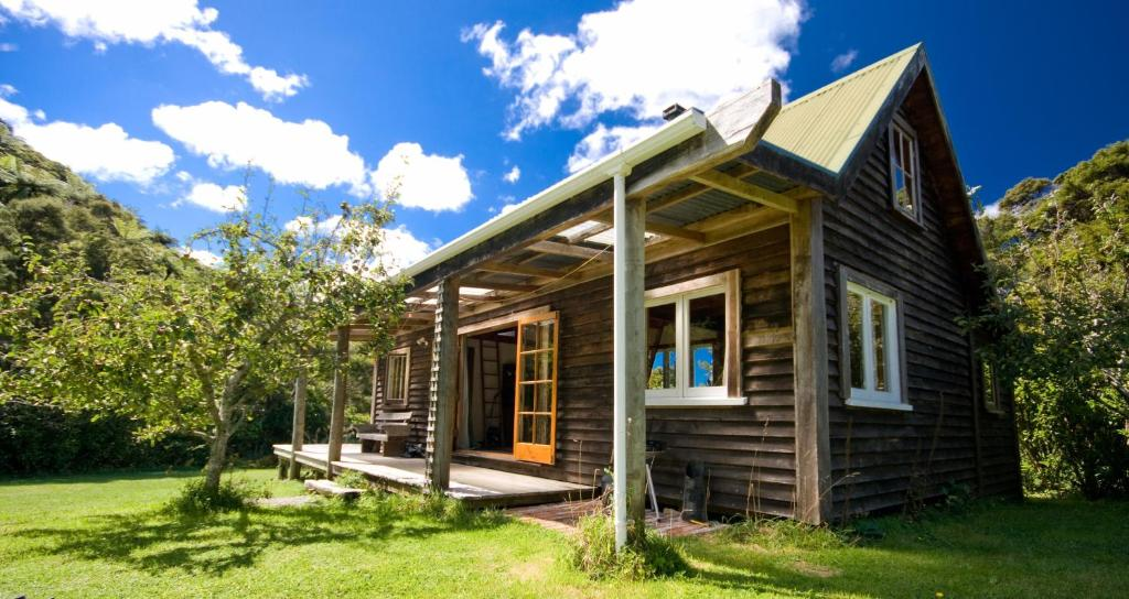 The Innlet Hostel and Cottages