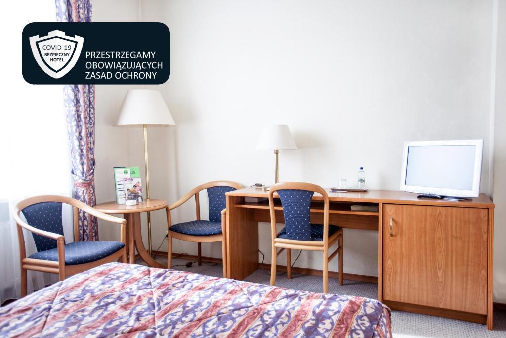 Telewizja i/lub zestaw kina domowego w obiekcie Hotel Szydłowski