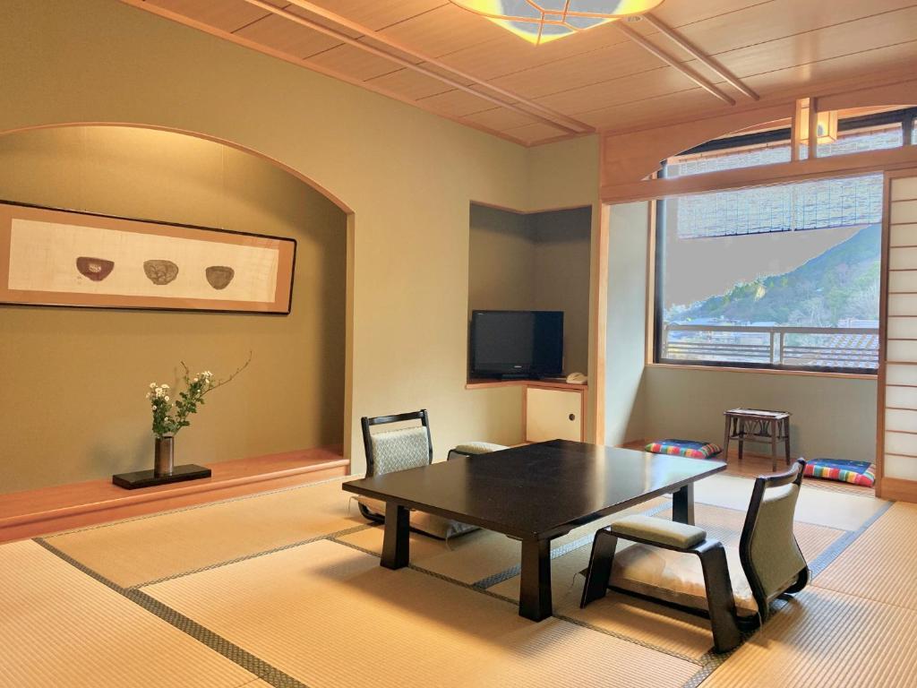 A seating area at Rangetsu