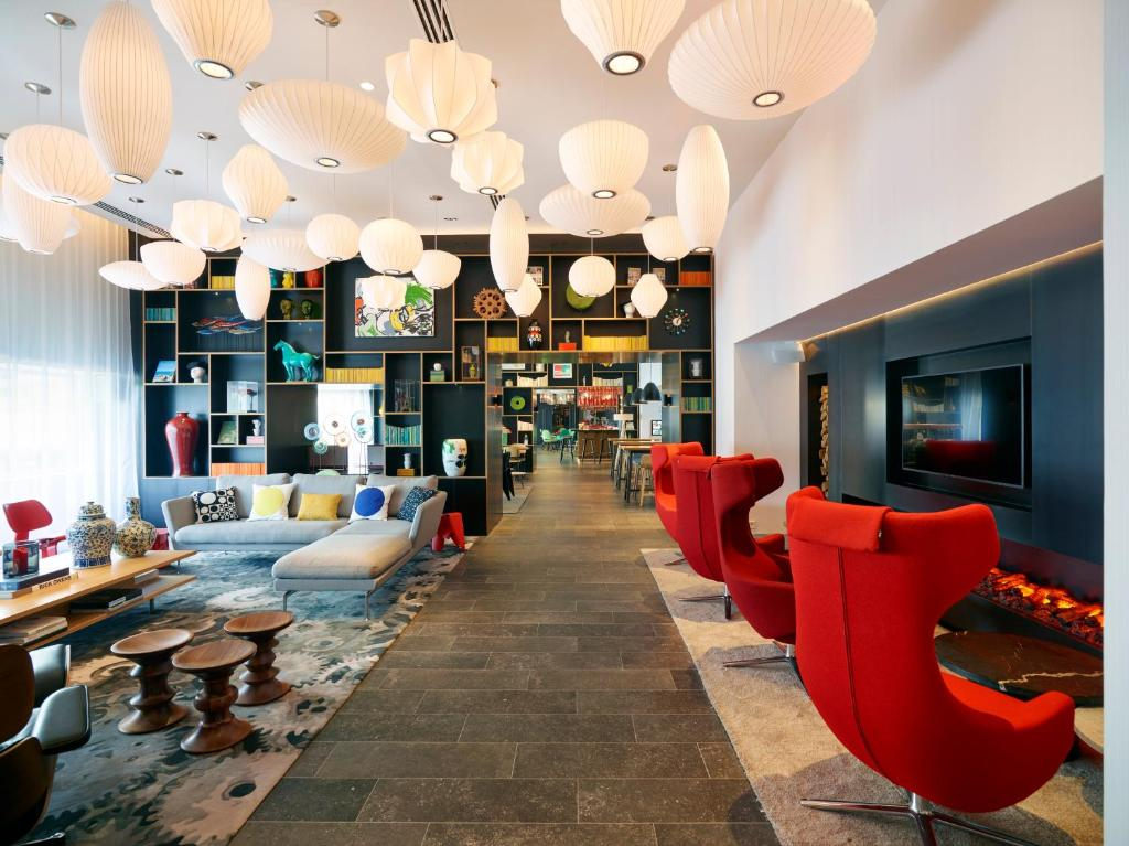 De lounge of bar bij citizenM Paris Gare de Lyon
