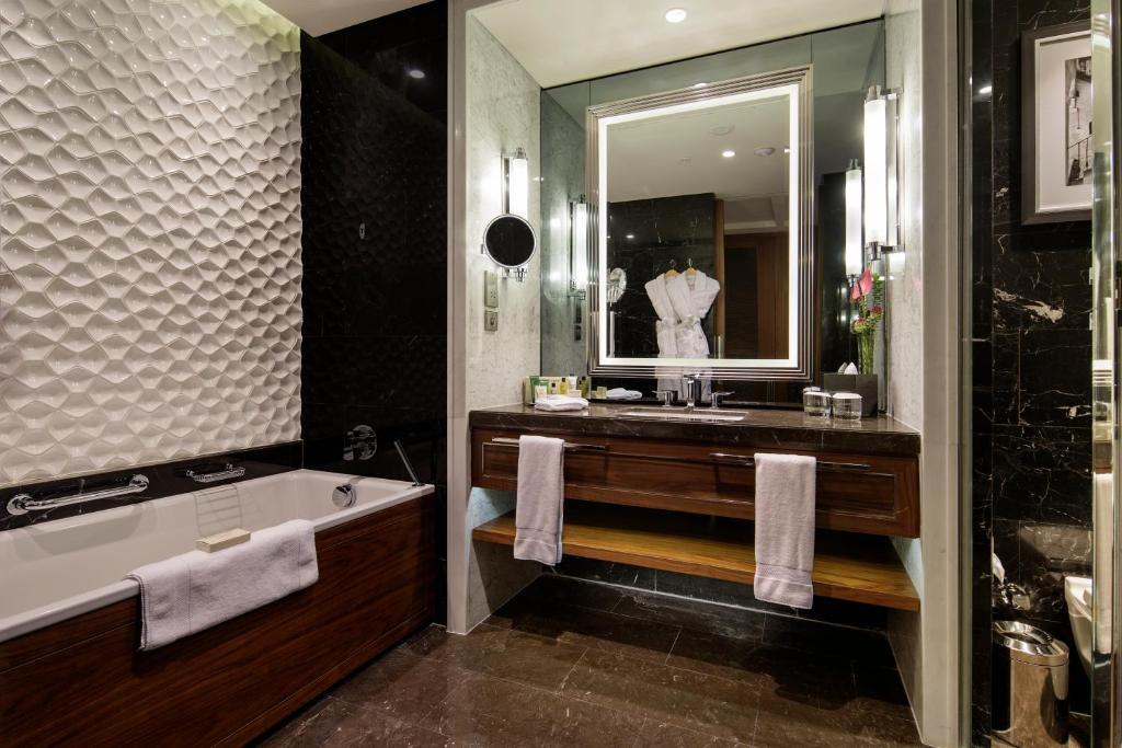 Ванная комната в Hilton Istanbul Bomonti