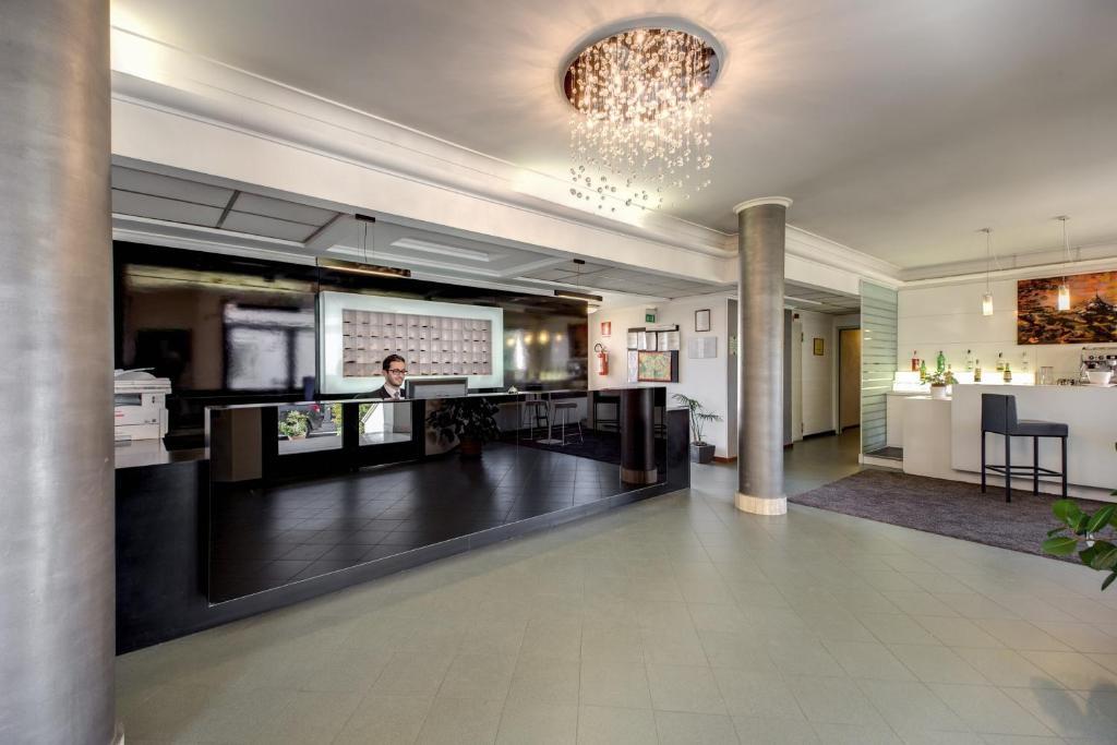 The lobby or reception area at Hotel Alba Roma