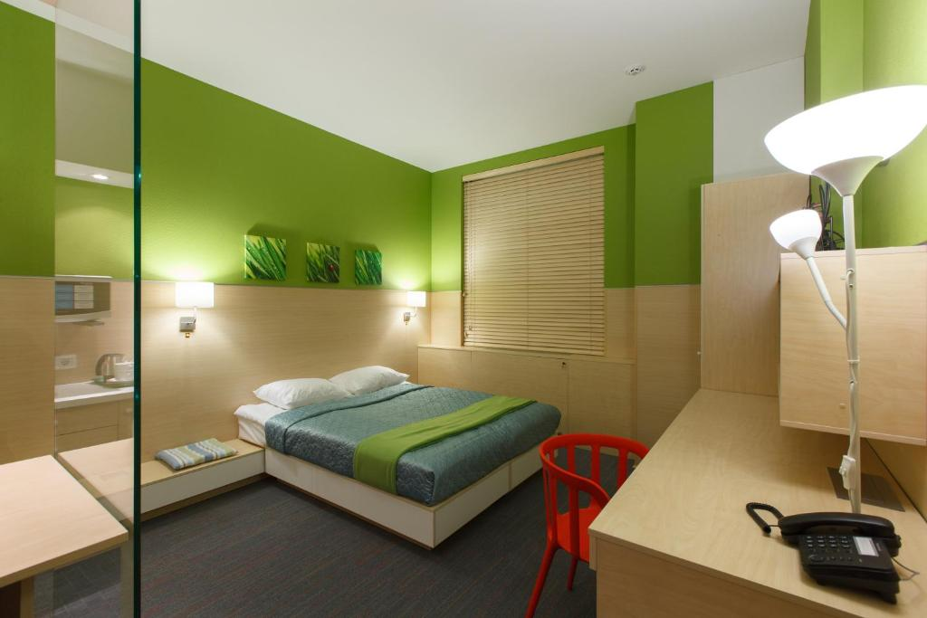 A bed or beds in a room at Sleeport