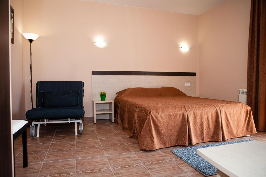 A bed or beds in a room at Guest House Beausoleil