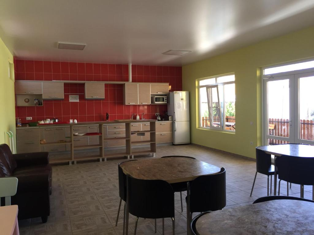 A kitchen or kitchenette at Guest House Beausoleil