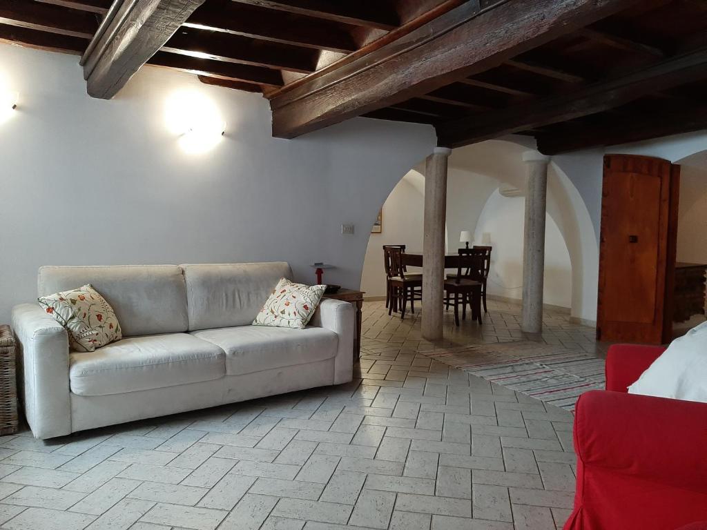 A seating area at Appartamento Roma Antica