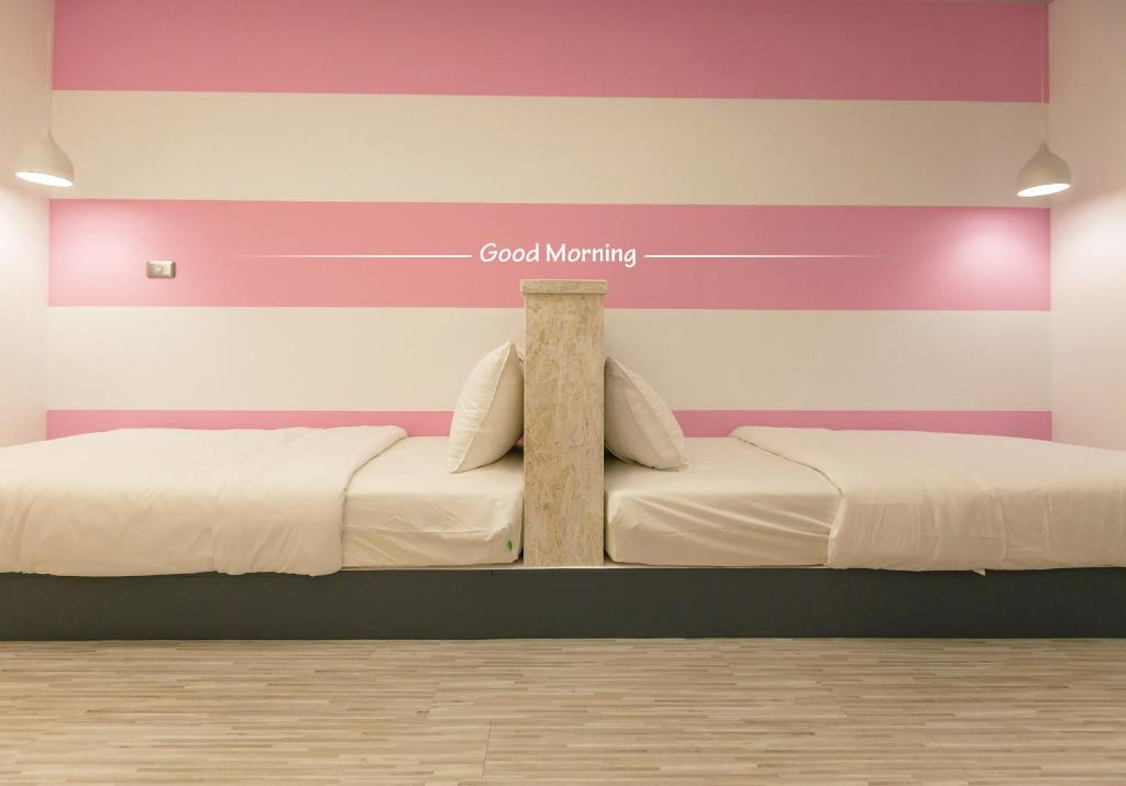 A bed or beds in a room at Bayhouse Comfortel Hualien Hostel