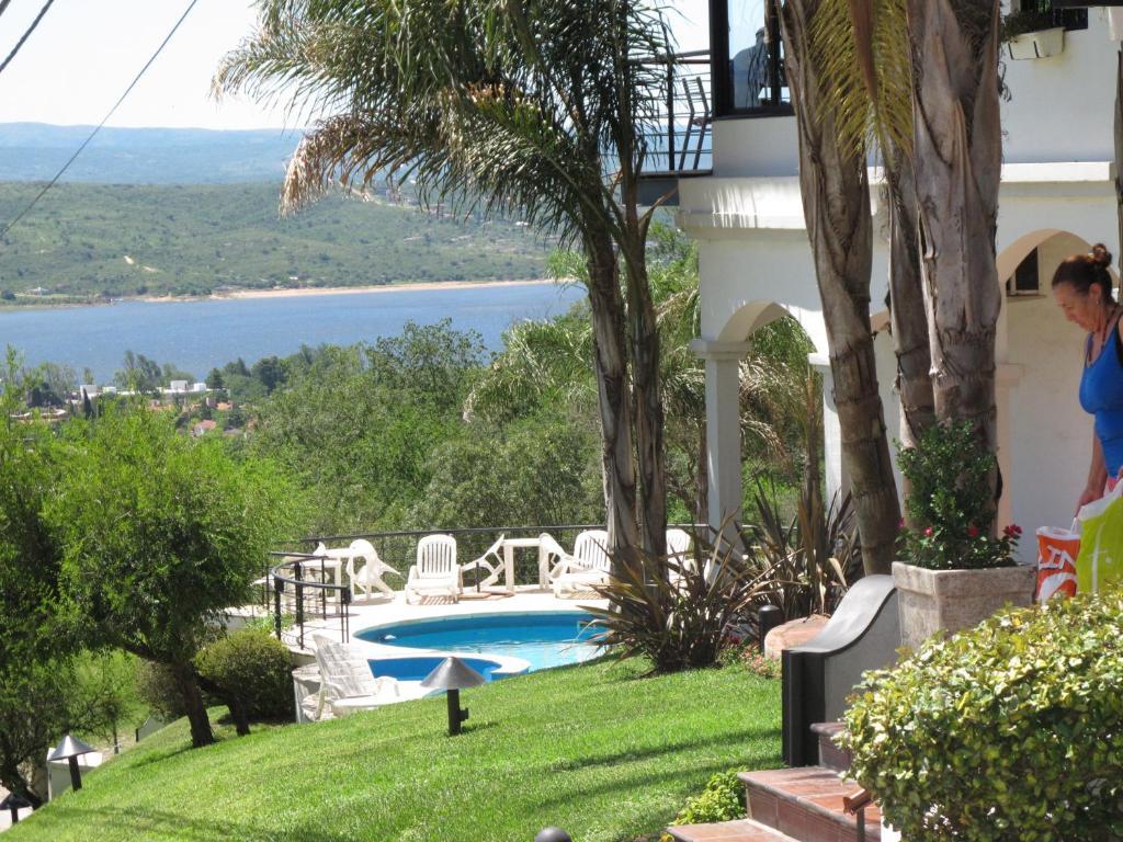The swimming pool at or near Portal de la Montaña