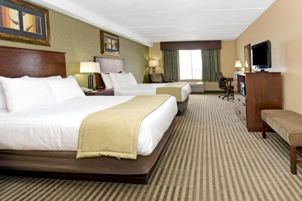 A bed or beds in a room at Days Inn by Wyndham Cheyenne
