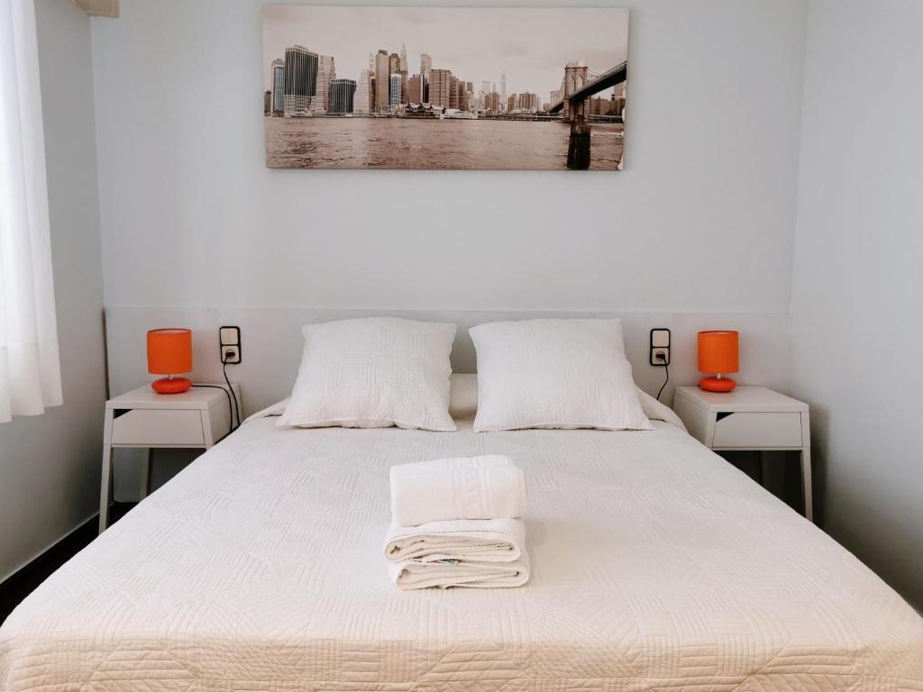 Lova arba lovos apgyvendinimo įstaigoje Barcelona City Street