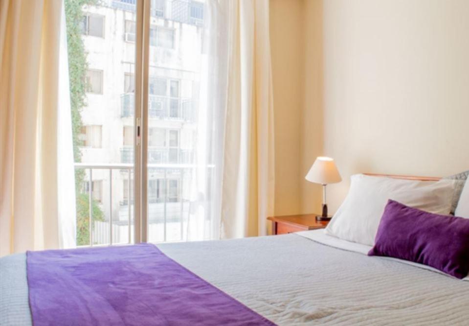 Cama o camas de una habitación en UH ApartHotel Lastarria