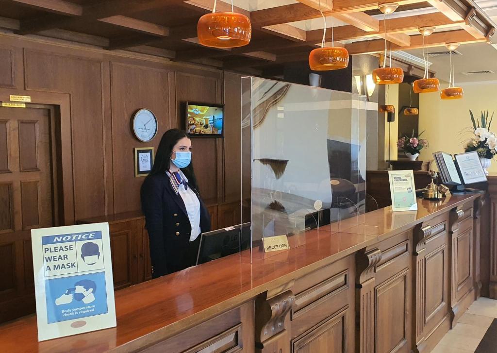 Zona de hol sau recepție la Hotel Central