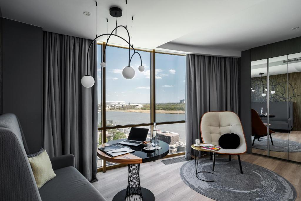 A seating area at Radisson Blu Hotel Rostov-on-Don