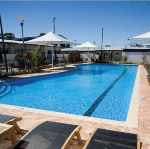 The swimming pool at or near Broadwater Mariner Resort