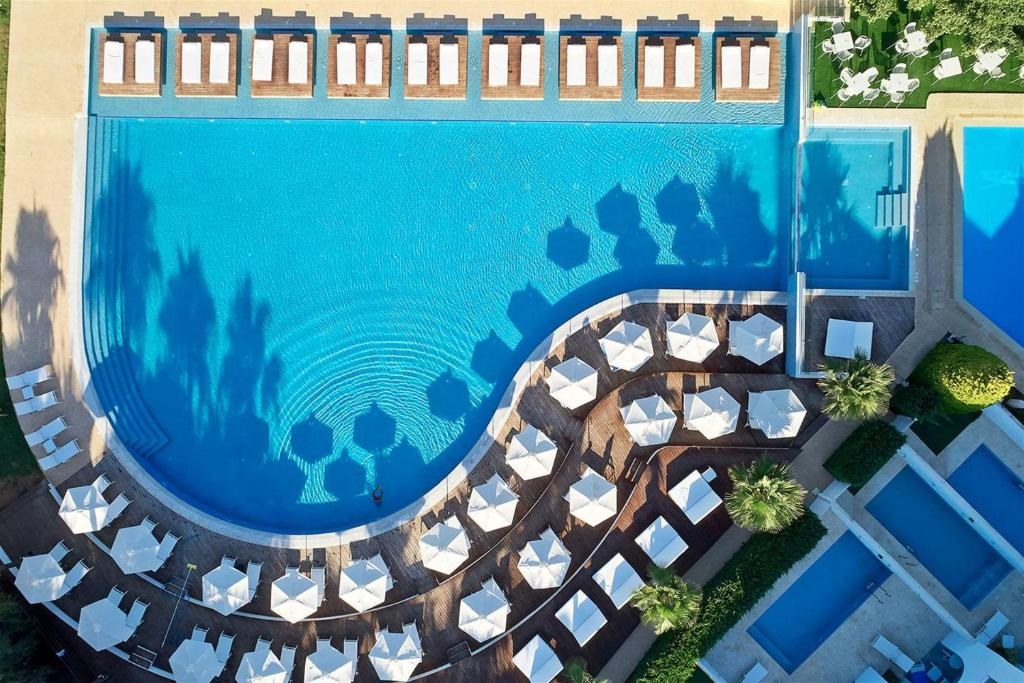 A view of the pool at So White Club Resort or nearby