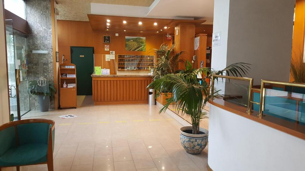 The lobby or reception area at Hotel Cristallo