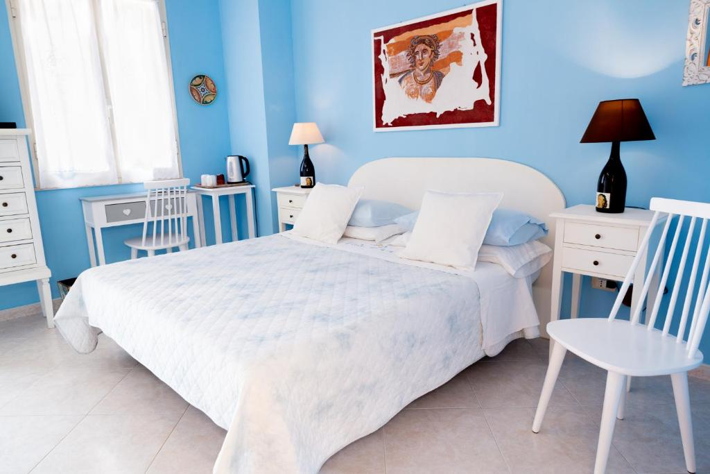 A bed or beds in a room at B&B Pietra Luce