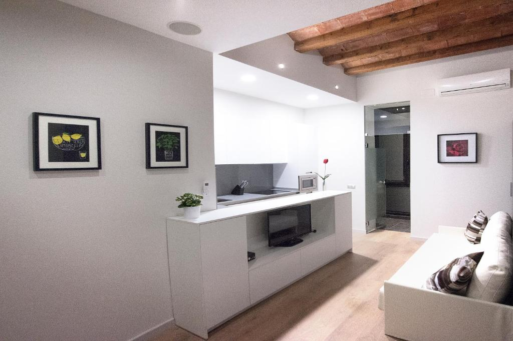 A kitchen or kitchenette at True Design in Heart of Noble BCN