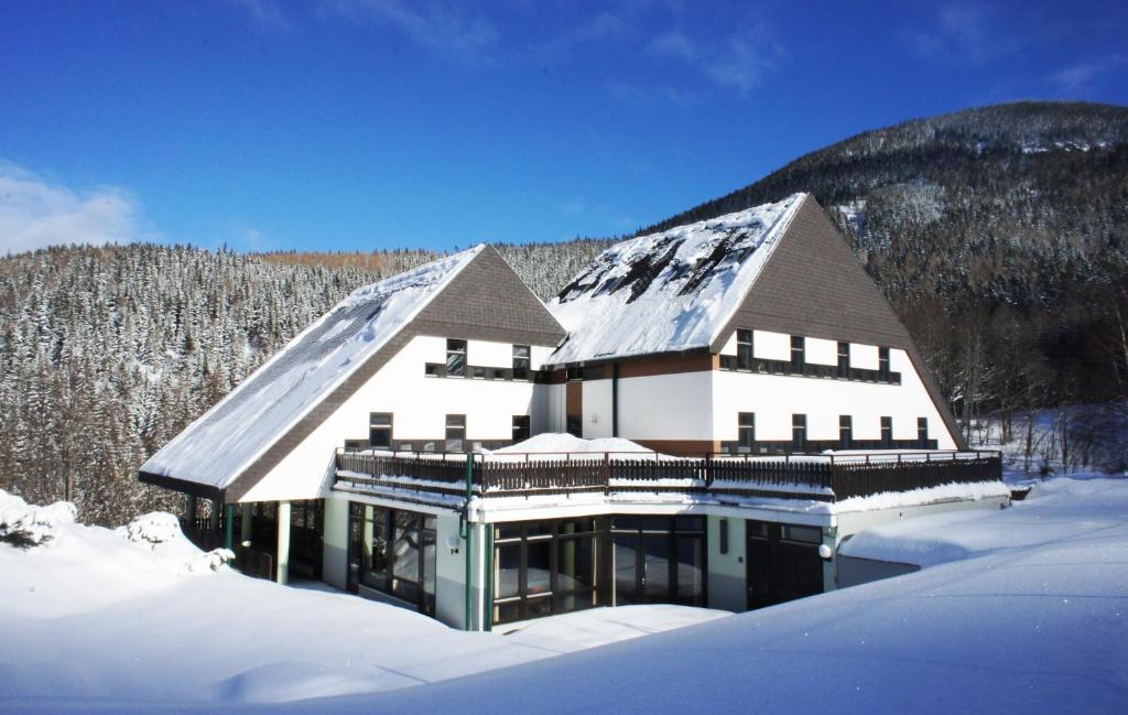 Junges Hotel Annaberg im Winter