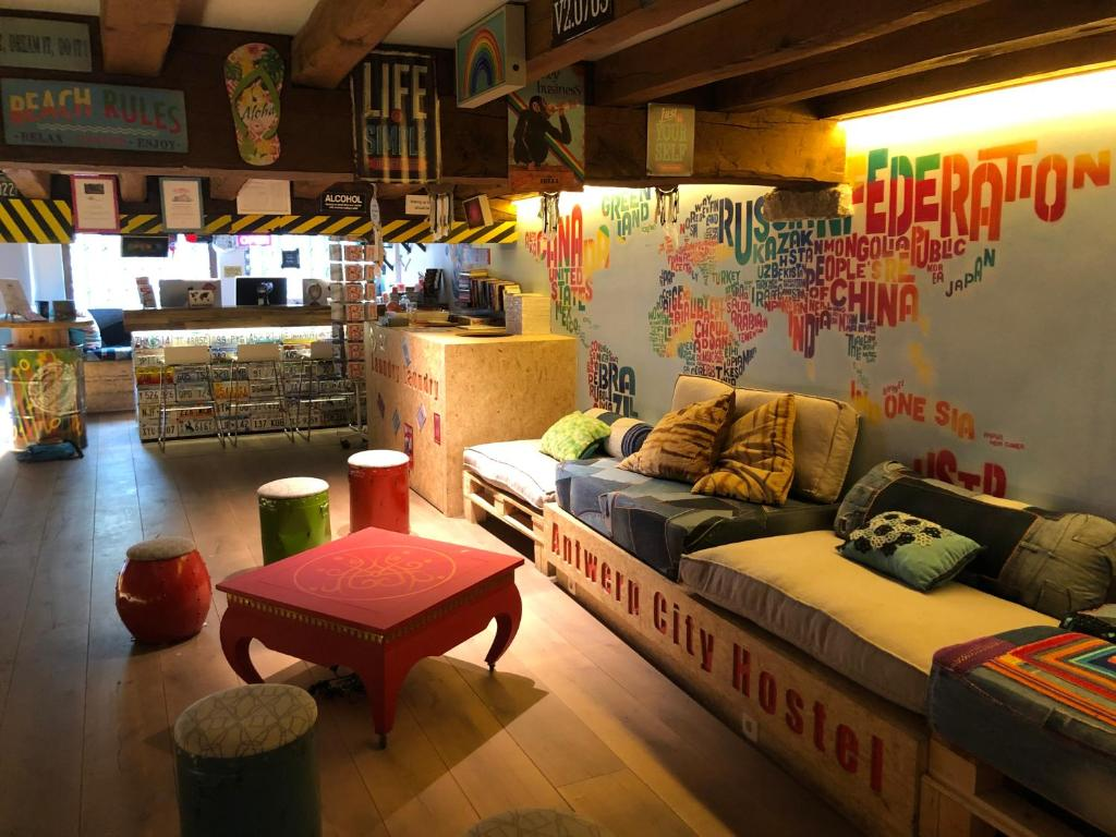 The lounge or bar area at Antwerp City Hostel