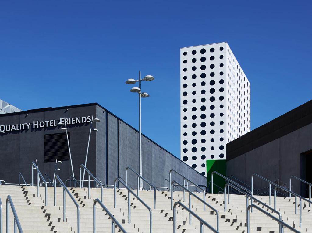 hotell vid friends arena