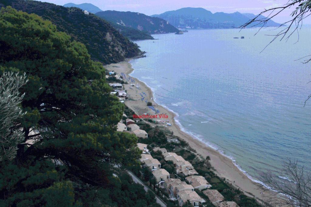 Een luchtfoto van Corfu Glyfada Menigos Beach Apartments
